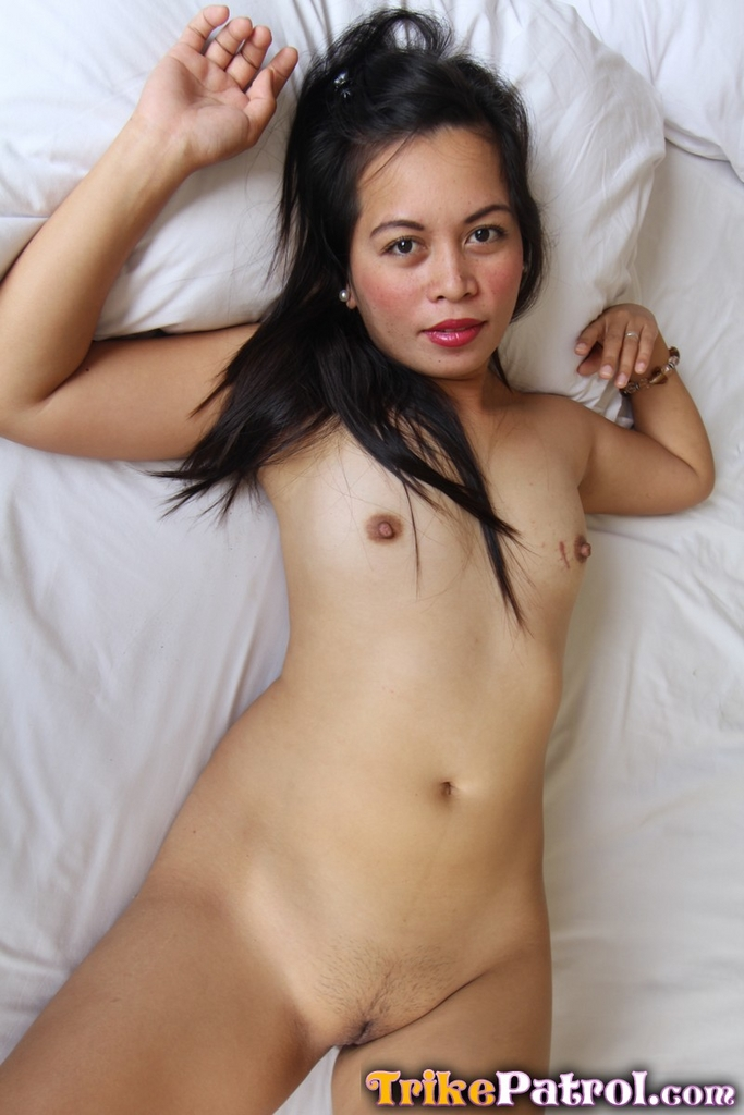 Emilia clarke daenerys targaryen nude